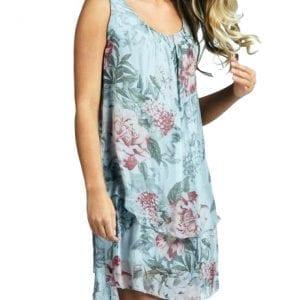 ljusblå mönstrad klänning