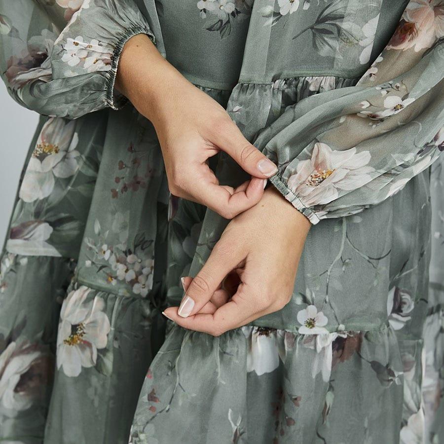klänning med mönster och linne